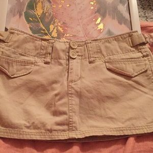 Plugg tan skort in a size 1